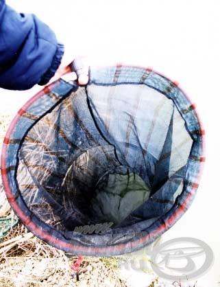 A kifogott halakat a legnagyobb kényelemben és biztonságban egy tágas 2,5-3 m-es sűrű szövésű haltartóban tárolhatjuk.
