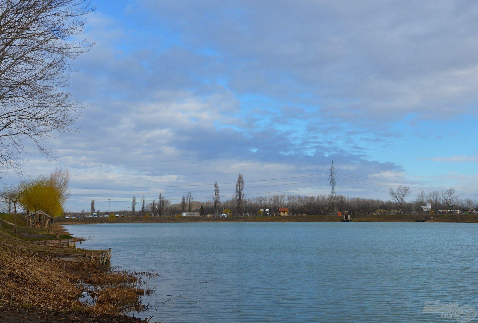 Kora tavaszi horgászatom helyszíne a dunavarsányi Füzespart Horgásztó volt