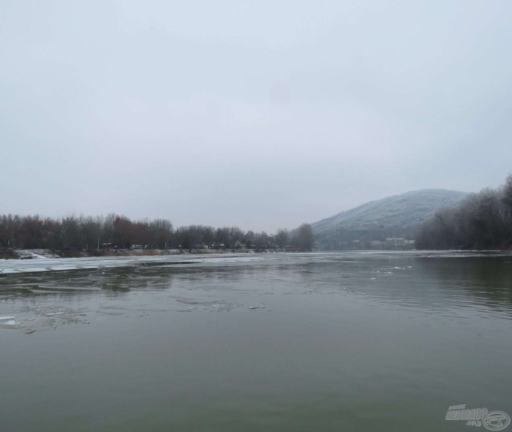 Tokajnál már december közepén gyülekeztek a jégtáblák – tudtuk, hogy nem fogja tartani magát a folyó az ünnepekig