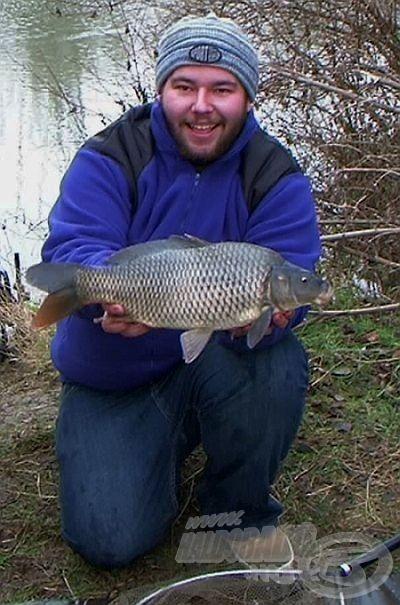 Gyönyörű, 2 kg körüli vadvízi ponty a kitartó horgász jutalma!