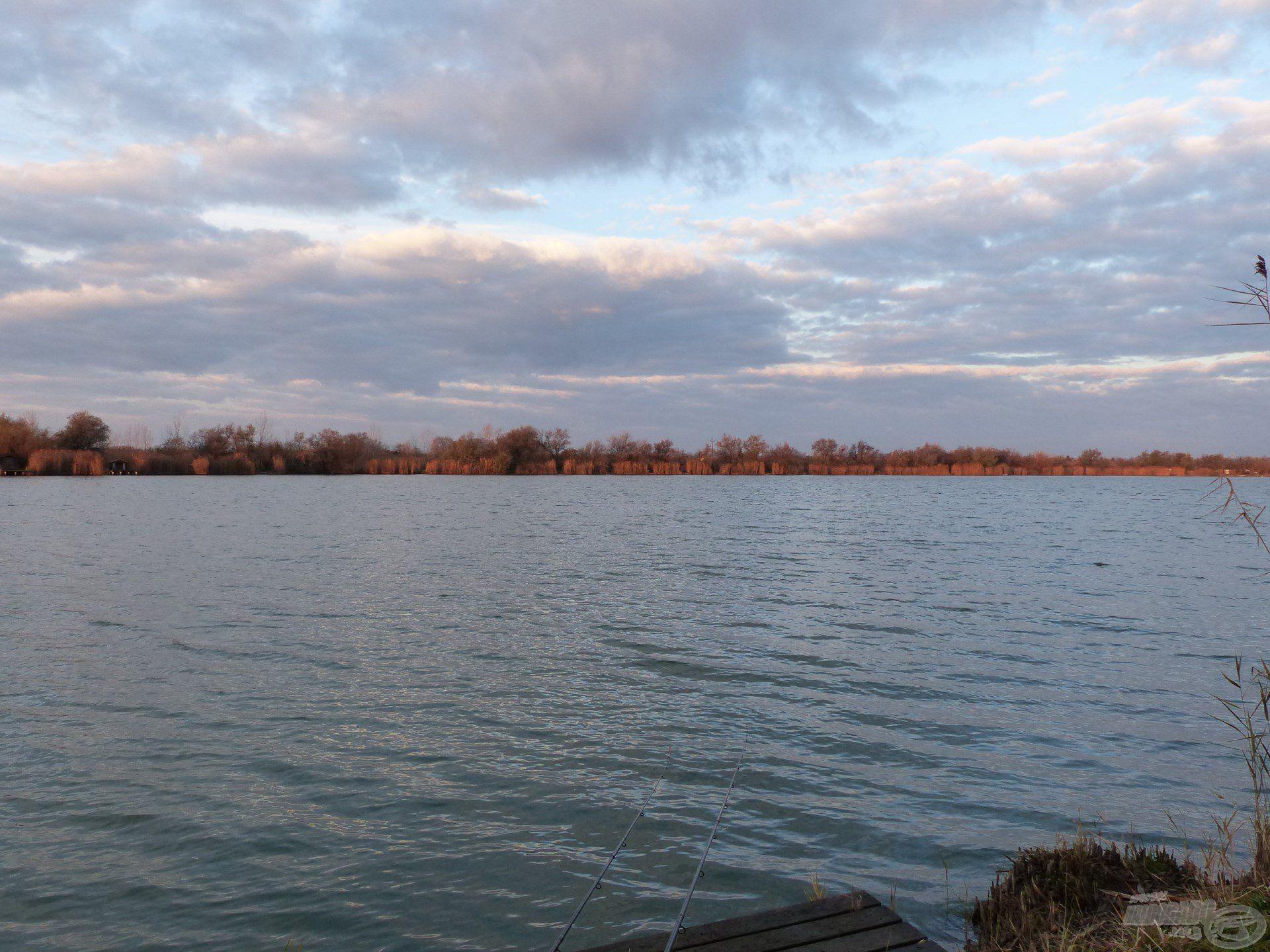 Nyitott, jégmentes vízfelület fogadott a horgászat reggelén