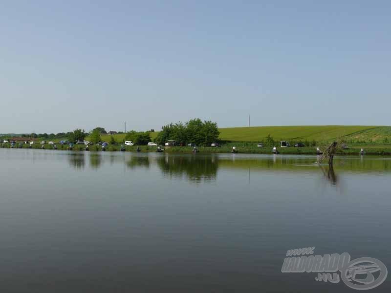 A verseny helyszíne a szép és halban gazdag Batéi-tó