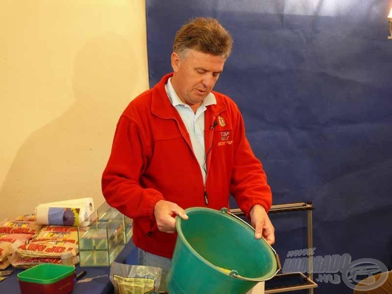 Az elkészített etető került aztán a résztvevők kezébe