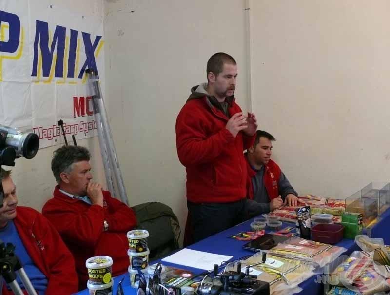 Molnár Tamást, feederes teszthorgászunkat is megszólították a résztvevők