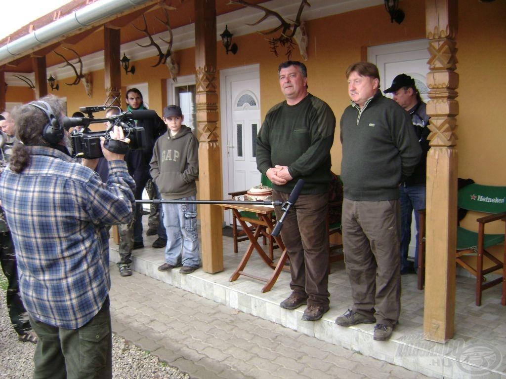 A nyitó ceremóniát Pálinkó Károly tógazda - a különleges verseny megálmodója - és Kulcsár István tulajdonos vezényli…