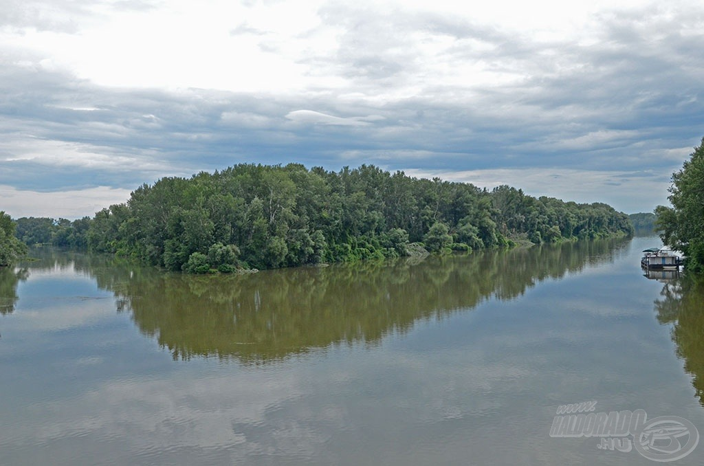 A Bodrog folyó (a képen bal oldalon) Tokajnál ömlik a Tiszába