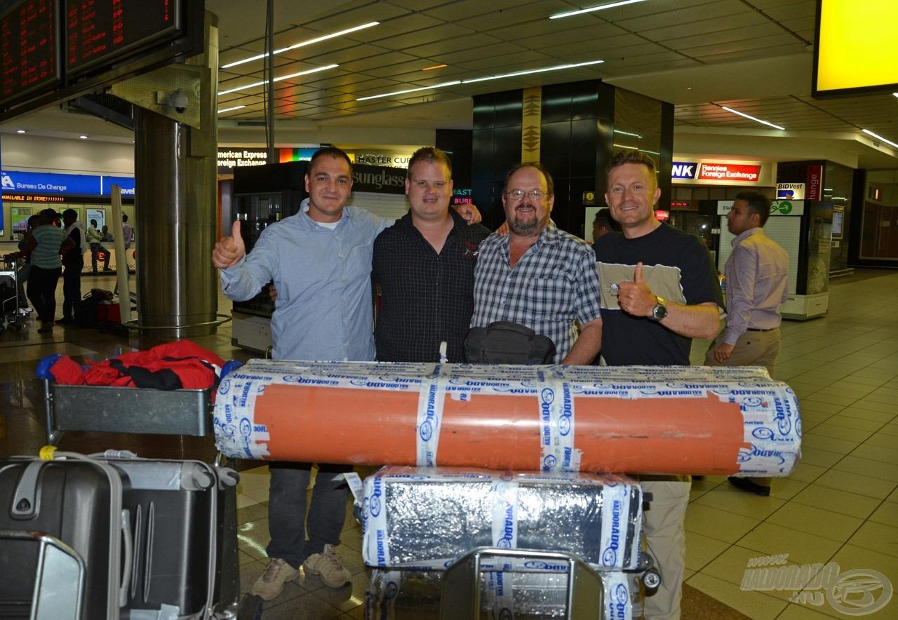 Nem kevés felszereléssel érkeztem meg Takács Péter kollégámmal Johannesburgba, ahol vendéglátóm, Gys és fia, Danie fogadott minket a reptéren