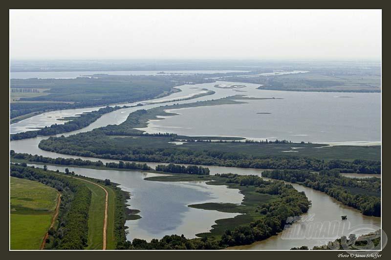 A Tisza-tó és környéke hazánk egyik legnagyobb vadvize (forrás: Sheffer János - www.schefferj.ps.hu/Hungary_AerialLandscapes.htm)