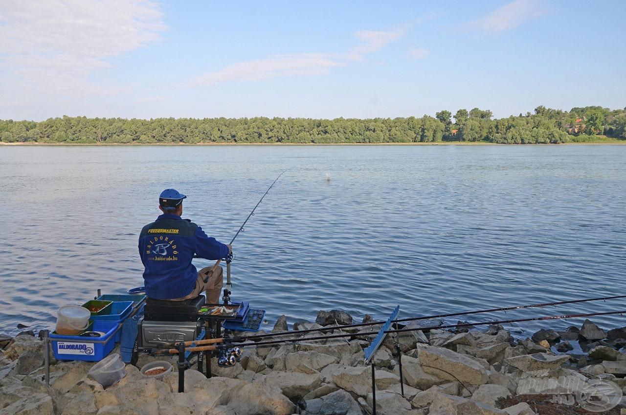 A horgászat kora reggel kezdődött az alapozó etetéssel