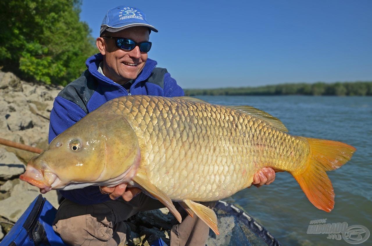 A forgatás utáni második horgásznap reggelén fogtam ezt a 10,44 kilós pontyot