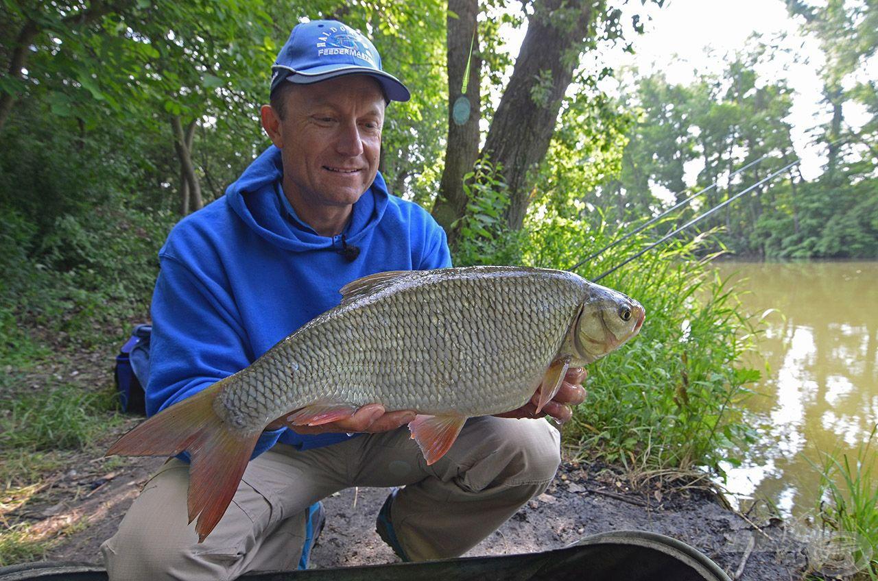 Érdekes módon ezen a napon is az első hal egy szép jászkeszeg volt