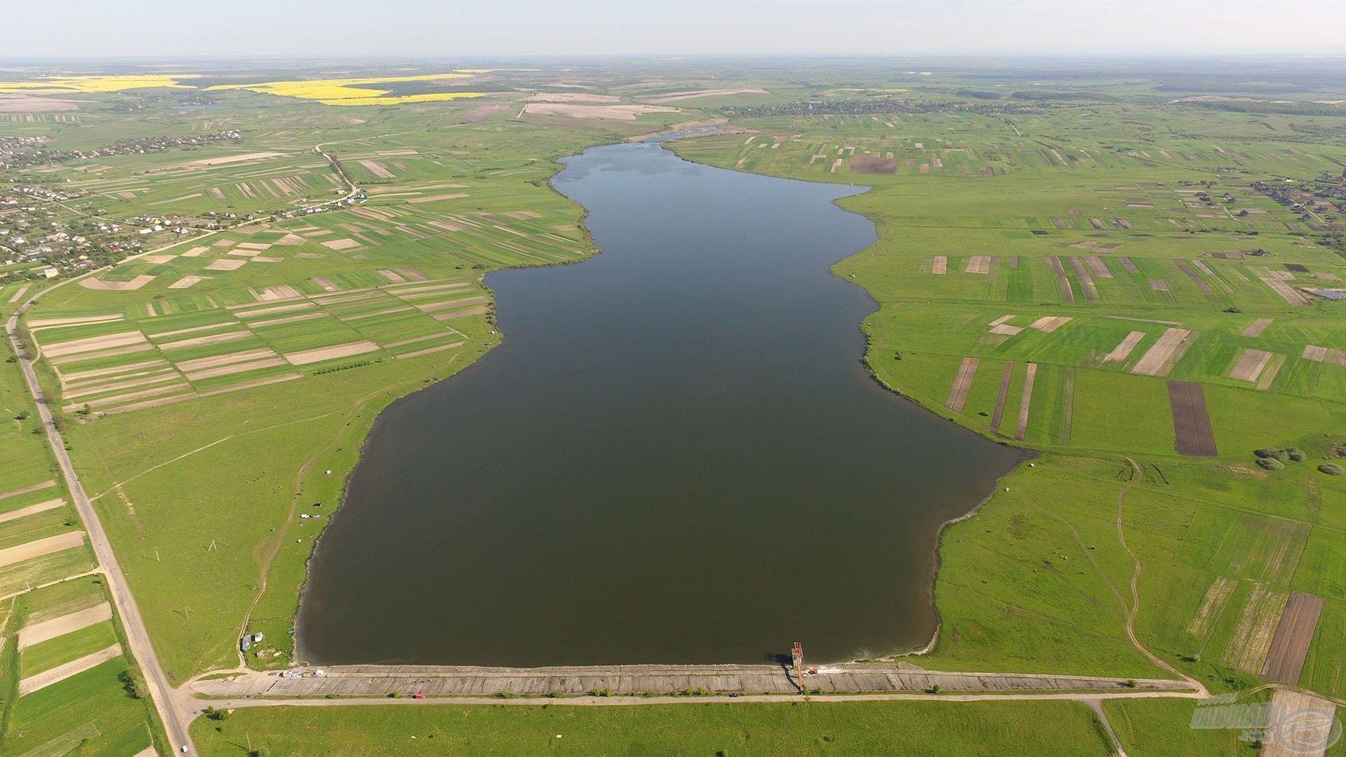 Ukrajna egyik nagy és népszerű vize, ahová szívesen járnak a bojlis és feederes pontyhorgászok, Prylbychi közelében található