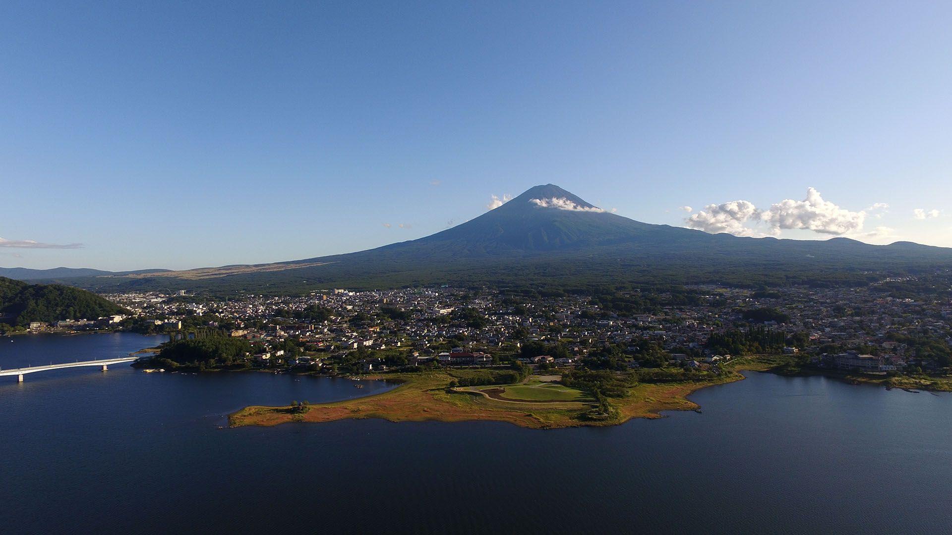 A Kawaguchi-tó a Fuji-hegy lábánál elterülő 5 tó közül a legnagyobb
