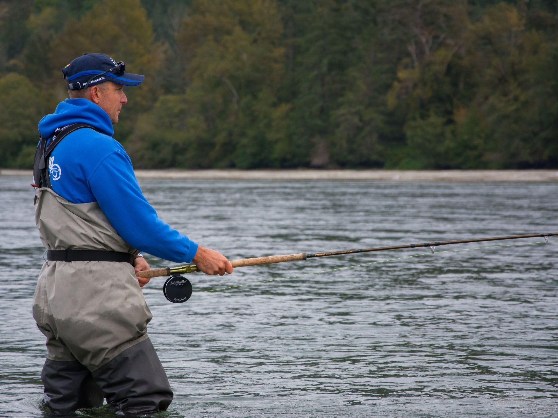 Valami hihetetlen erős természet-érzés fogja el az embert, amikor áll a rohanó vízben, a halak között