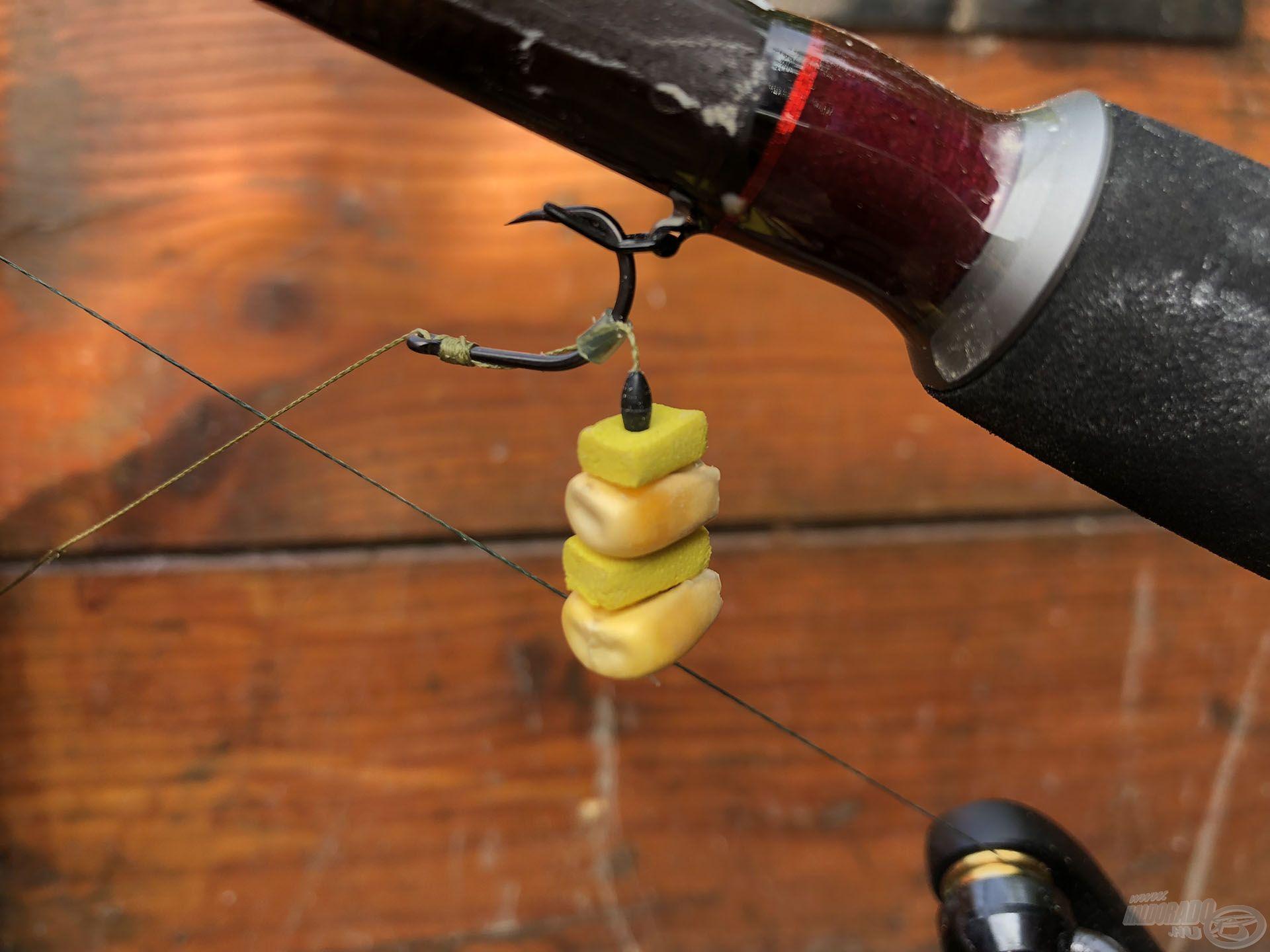 Minden apró részlet számít! Ha amurra horgászunk, nem kell hosszú hajszálelőke. Minél közelebb van a csalifüzér a horoghoz, annál jobb lesz az akadás!