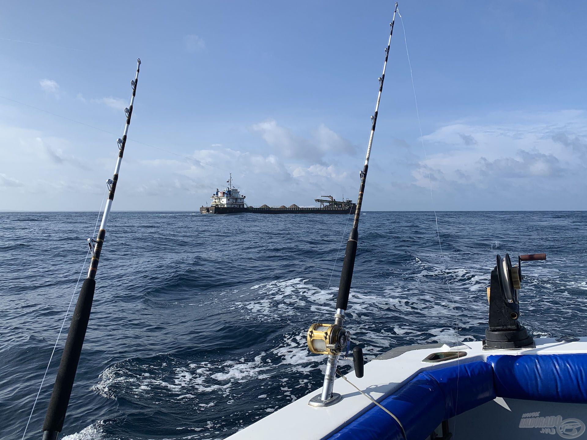 A nagyhalas trollingos cuccok a hajó részei, ezt biztosítják a horgászat során