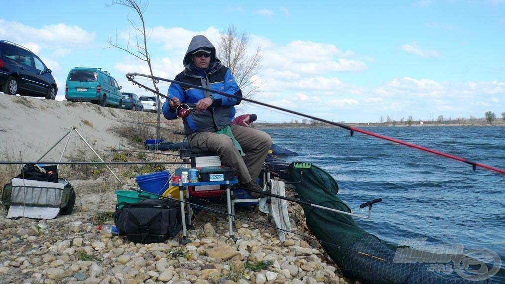 Bevágás után megpróbáltam minél alacsonyabban húzni a halat, így nyugodtabbak maradtak, nem ugrottak meg oldalra