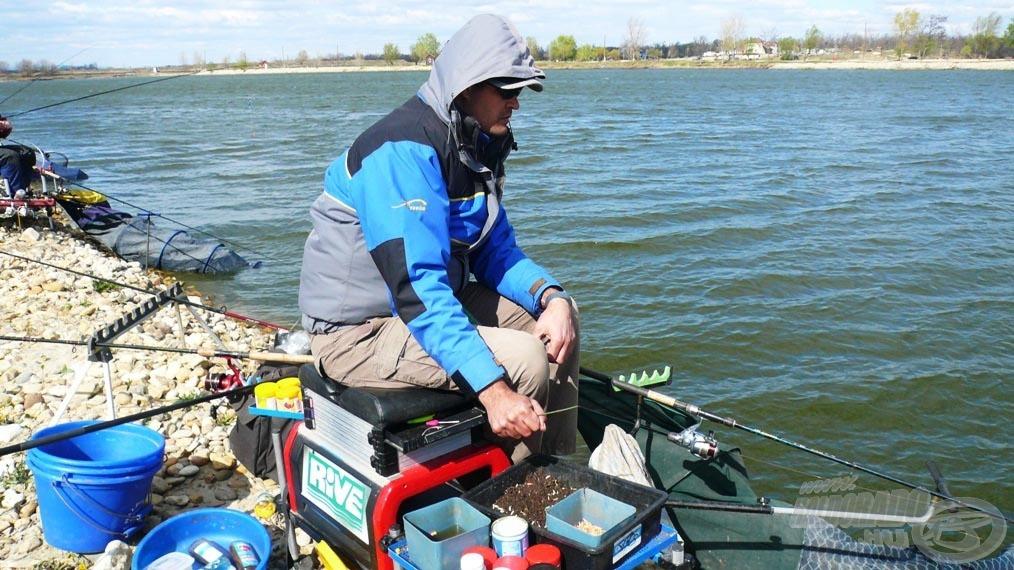 Pörgősebb horgászatoknál, amíg várom a kapást, mindig felcsalizom a következő botot, így a hal szákba helyezése után azonnal be is dobhatok