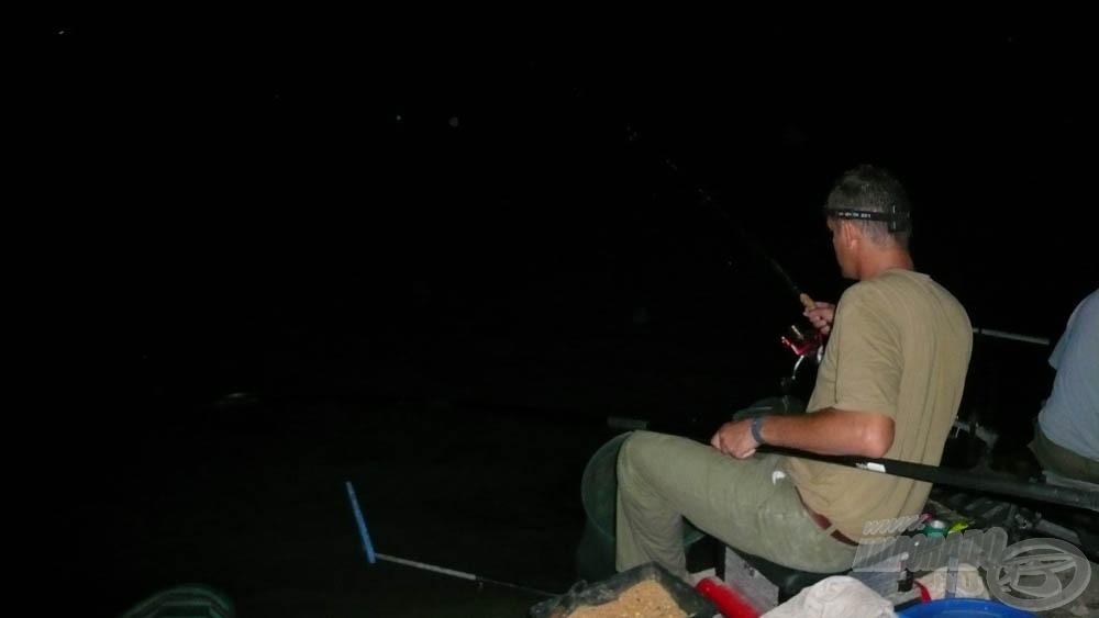 Sötétben nem egyszerű irányítani a halat, általában nem is sikerül :)