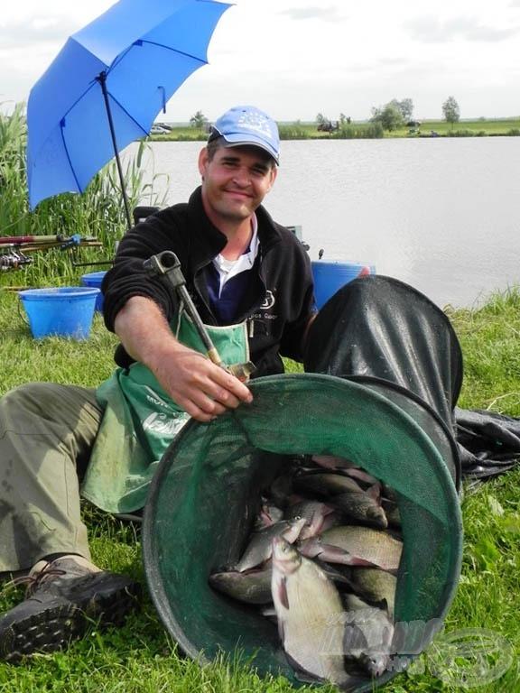 Sipos Gábor a második fordulóban a mezőny legtöbb halát (19.560 g) fogta és nyerte szektorát!