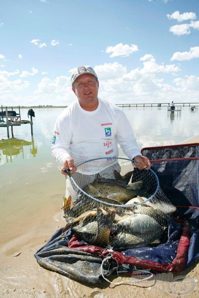 … sok szép halat kifogva, sok értékes pontot megmentve végül nem hétköznapi zsákmánynak örülhetett