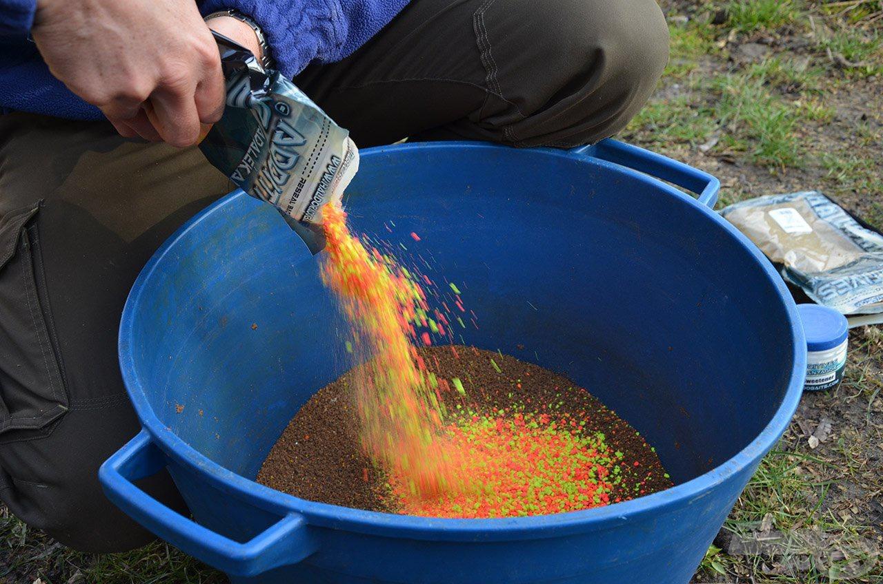 A nehéz szemcsés fluo morzsa megvárja és helyben tartja a később érkező nagyobb halakat is