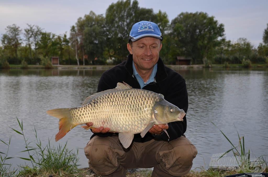 Örül a horgász a szép halnak