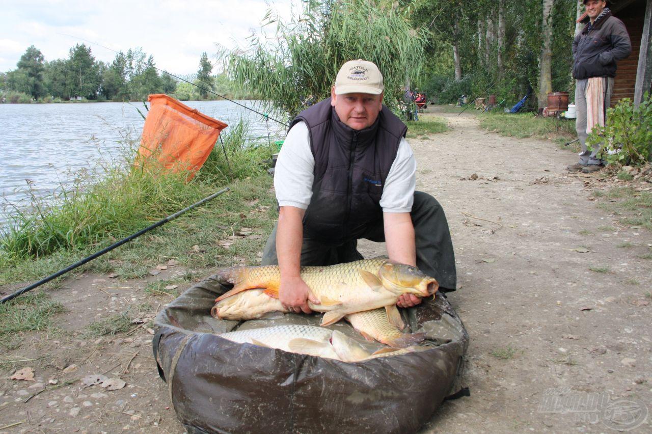 Horváth Csaba 32 kg fölé tornászta az első kört ugyanebben a szektorban