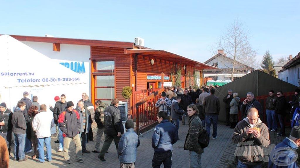 A Haldorádó Centrum a rendezvény színhelye, amely kibővített áruválasztékkal, programokkal és vásárlási kedvezményekkel várja az érkezőket