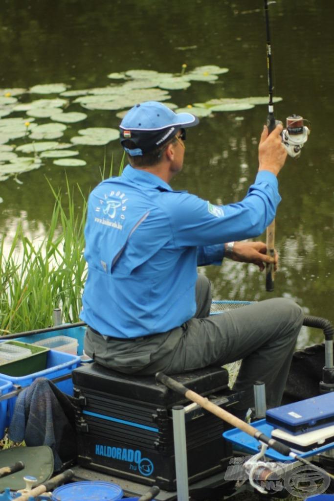 A Team Feeder Super Sensitive by Döme Gábor 3,30 m-ben a túlparti horgászathoz volt ideális. Mesterien lehet vele akár egy vödörnyi területre dobni 10-ből-10-szer!