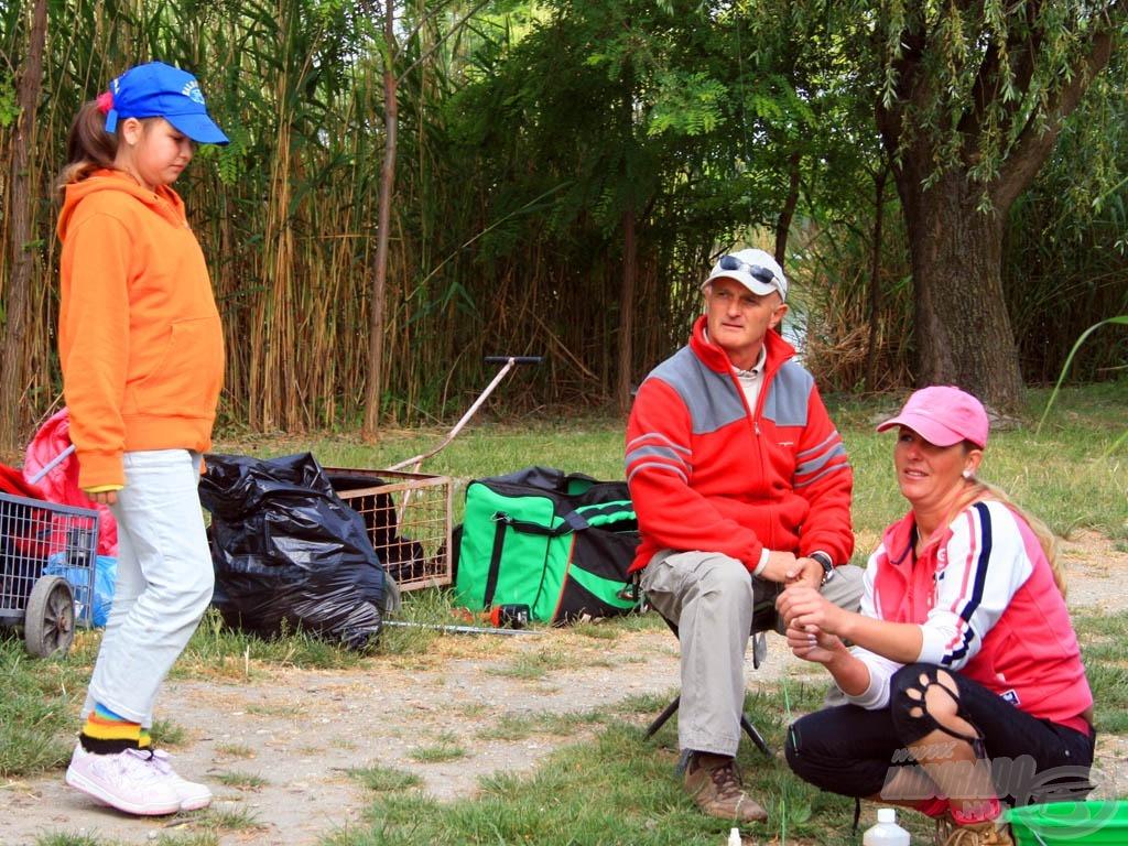 A családos sorsolásnak köszönhetően egymás melletti helyről horgászhatnak a párosok