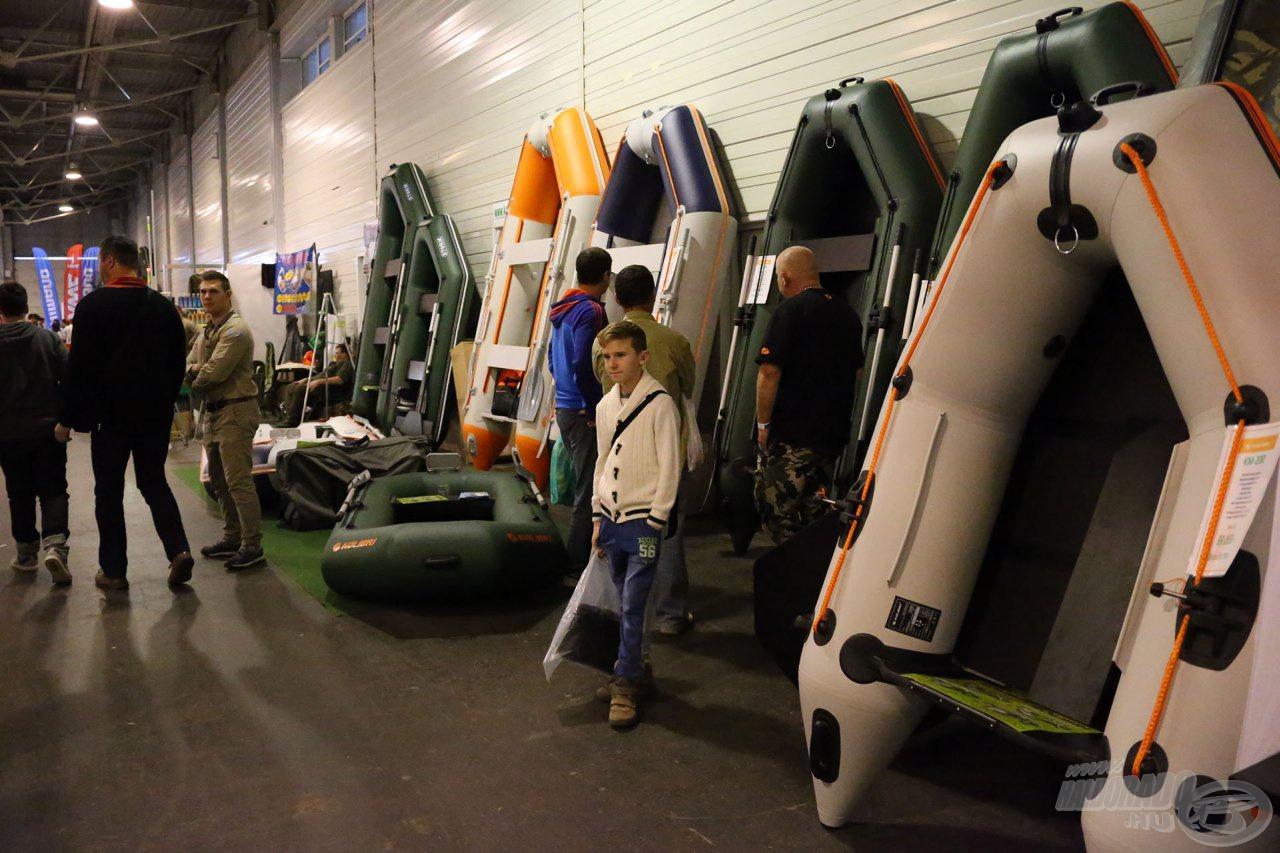 Gumicsónakokból is válogathatunk - remek Bark és Kolibri csónakok széles választékban, melyek kiállítási kedvezménnyel természetesen meg is vásárolhatók