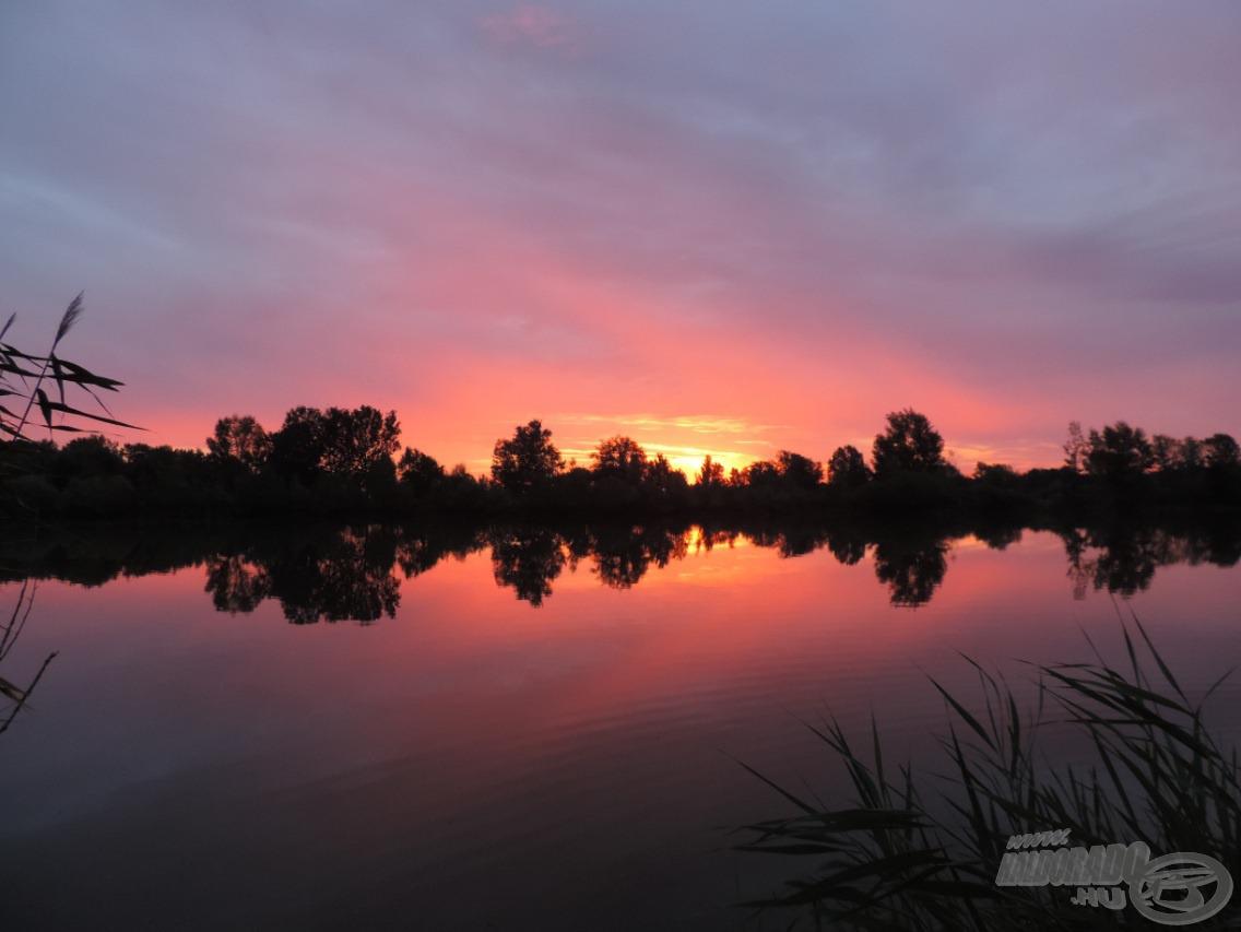 A második nap hajnalán gyönyörű rózsaszín égbolt, csodás napfelkelte fogadott minket