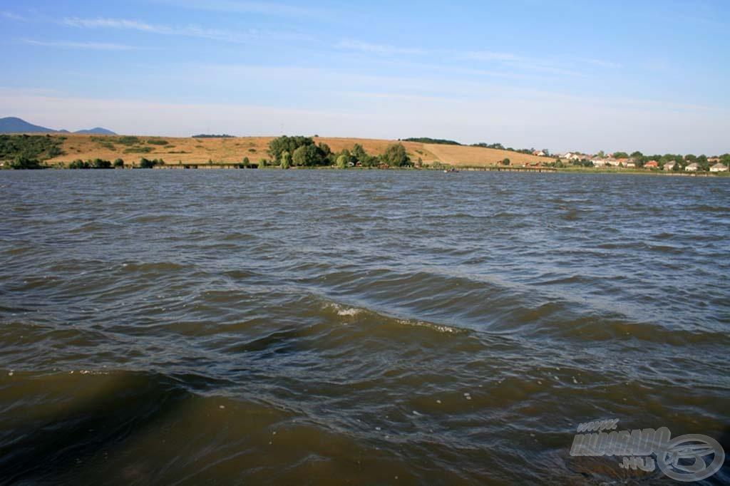 A viharos erejű szél igencsak megnehezítette a horgászok dolgát, viszont a halfogásnak kifejezetten kedvezett!