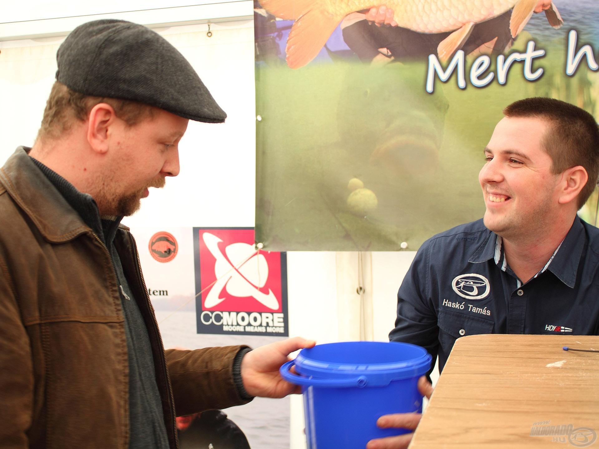 Tomit és Ernőt az előadásuk után hosszasan kérdezgették még a Stick Mixel kapcsolatban