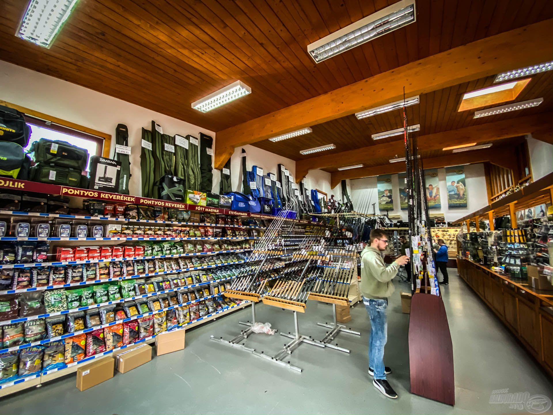 Gőzerővel dolgozunk az előkészületeken, a bolt belső területe ilyenkor átalakul, hogy még kényelmesebben tudja fogadni az ide érkezőket